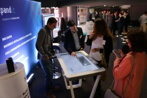 43-interactive-touch-table-at-estadio-da-luz-with-xpand-it