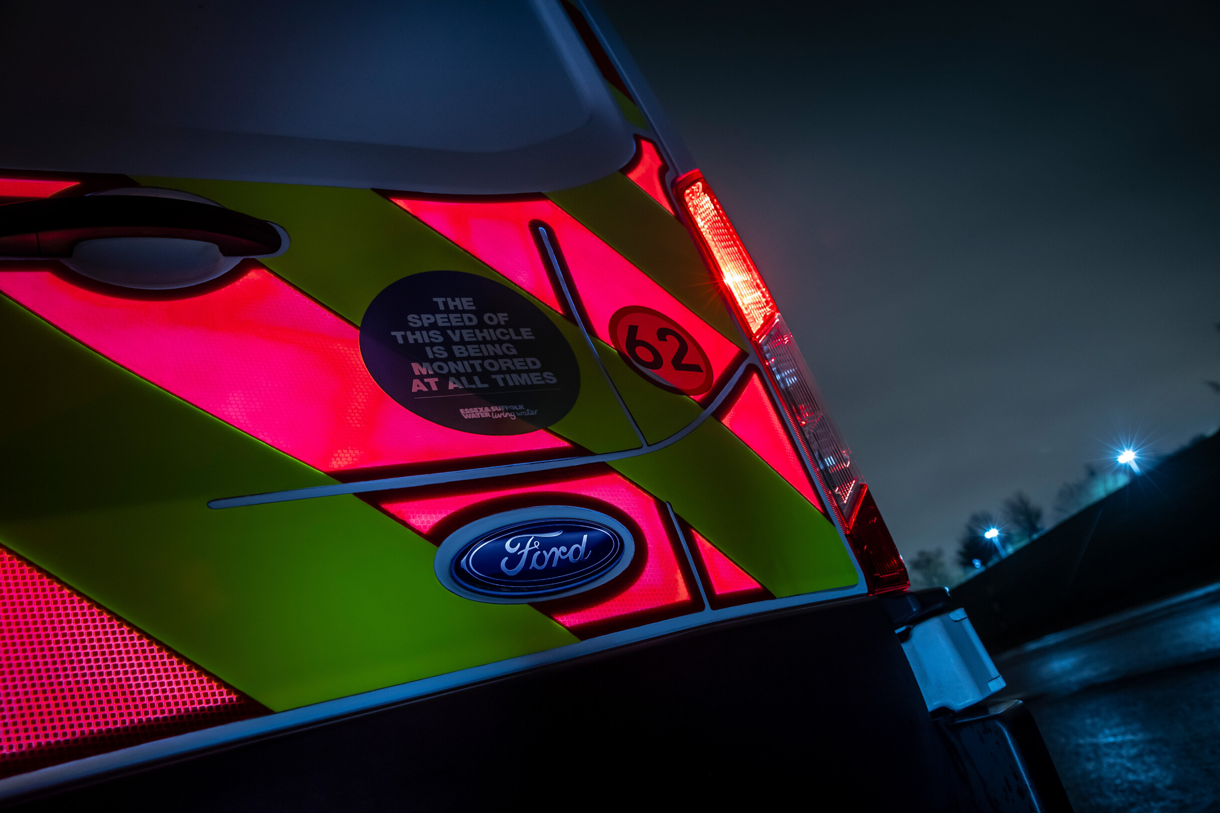 high-visibility-electronic-panels-ford-oval