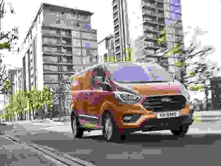 2017_Ford_Transit_02