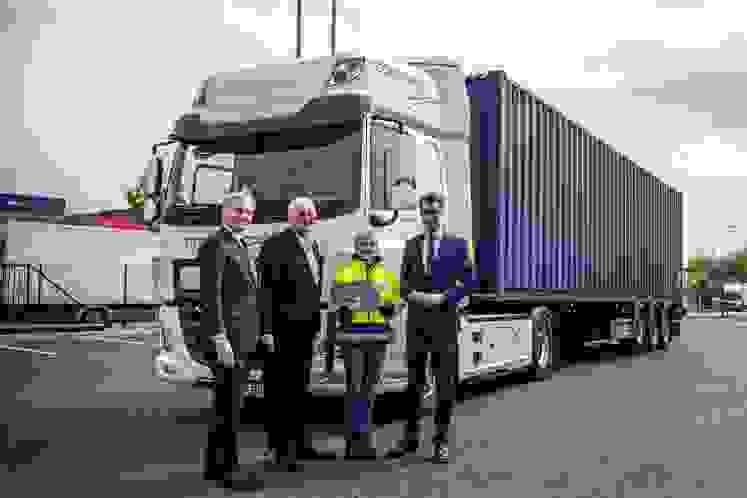 DAF Trucks entregou dois camiões totalmente eléctricos CF à Rhenus, na Alemanha