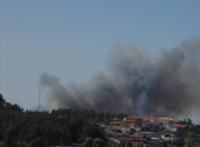 incendio-de-grande-proporcao-exige-mais-operacionais-no-terreno