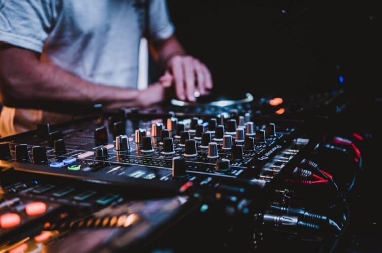 covid-19-bares-e-discotecas-podem-reabrir-a-partir-de-1-de-outubro