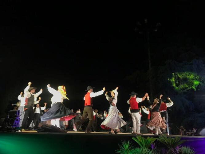 dancas-do-mundo-animaram-a-noite-de-domingo