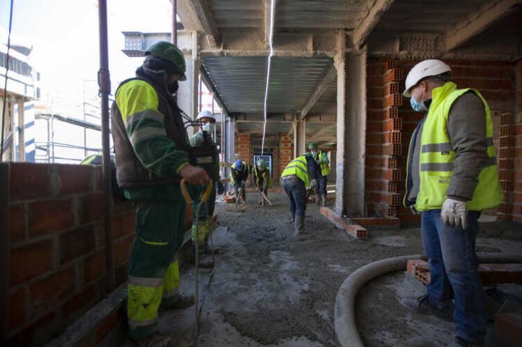 faltam-80-mil-trabalhadores-na-construcao