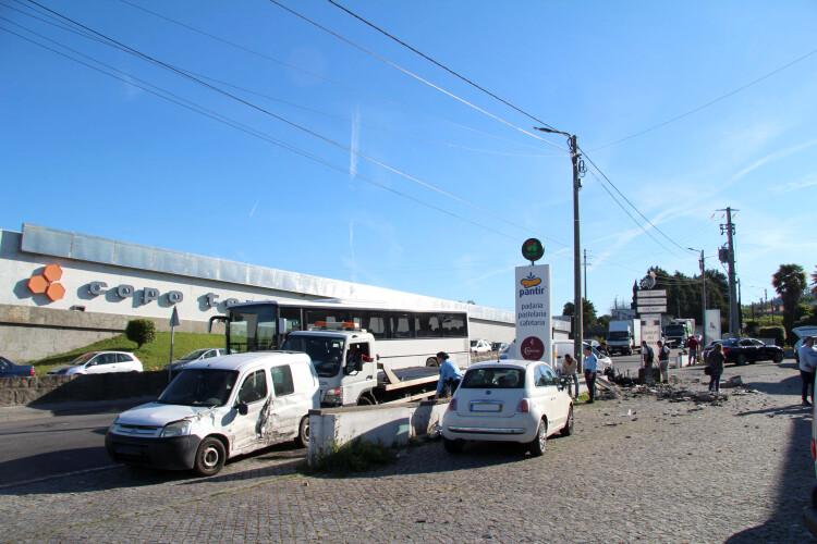 acidente-na-avenida-da-perlonga