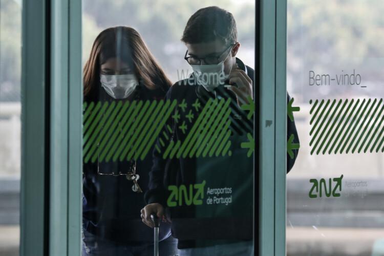 portugueses-incorrem-em-crime-se-recusarem-teste-a-chegada-ao-pais