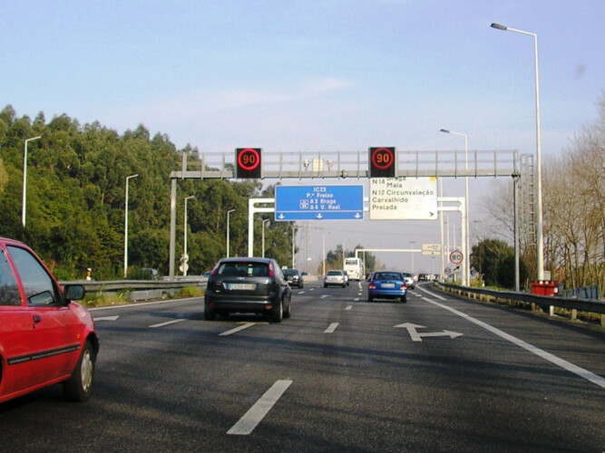 condutores-que-andam-na-faixa-do-meio-vao-ser-fiscalizados