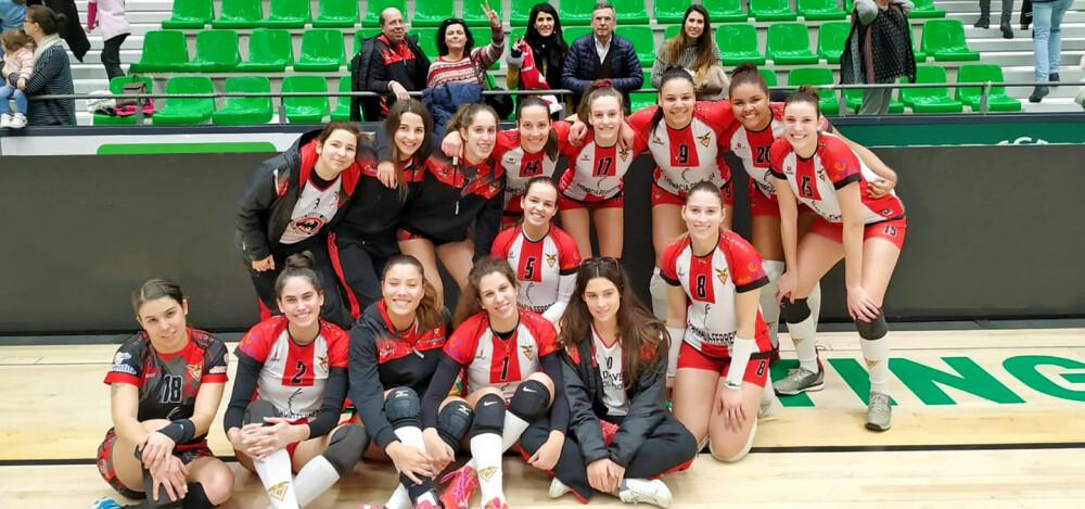 equipa-de-voleibol-feminino-do-cd-aves-vence-sporting