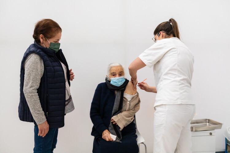 perto-de-250-mil-portugueses-ja-receberam-as-duas-doses-da-vacina