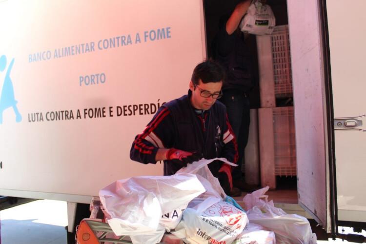 cd-aves-entrega-duas-toneladas-de-alimentos