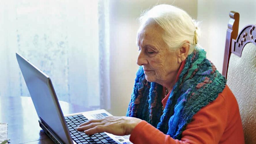 adolescentes-vao-ensinar-idosos-a-usar-a-internet