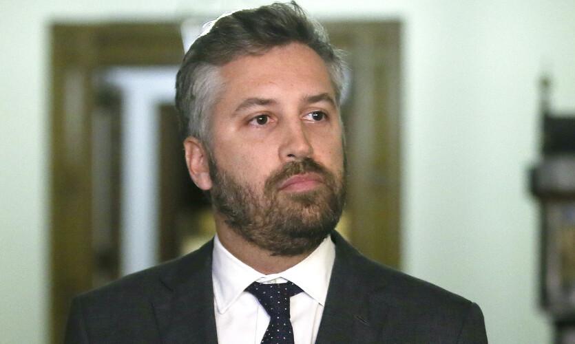 ministro-apela-ao-uso-de-mascara-nas-estacoes-e-transportes-publicos