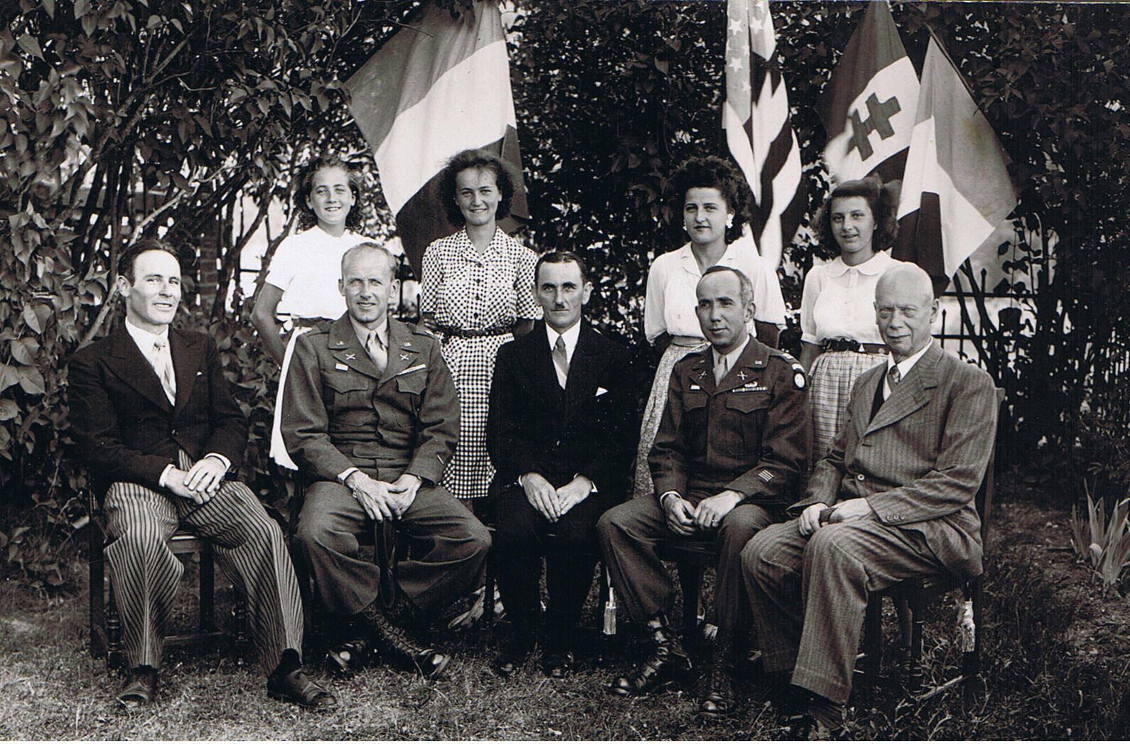 Mars_1945_Accueil_Américains_par_A_Dinkel