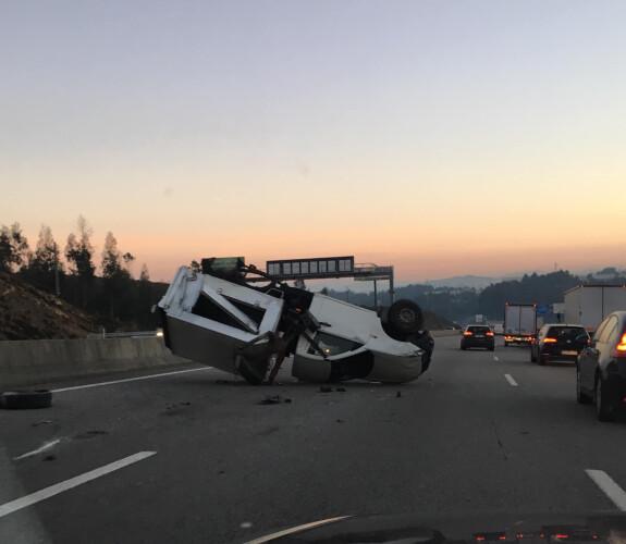 acidente-condiciona-transito-na-a3-antes-da-saida-de-santo-tirso