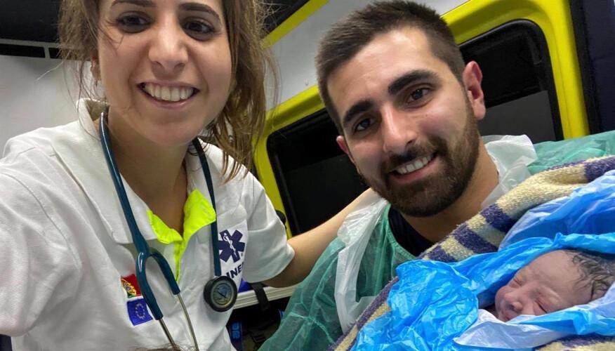 medica-tirsense-presta-assistencia-a-parto-em-ambulancia