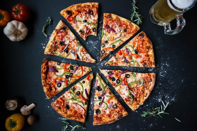 sabe-a-razao-da-pizza-ser-redonda-e-a-caixa-quadrada