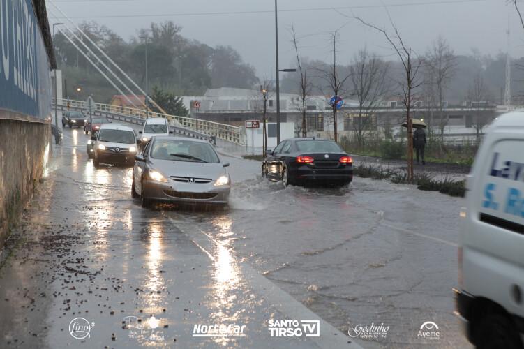 rua-dr-oliveira-salazar-inundada