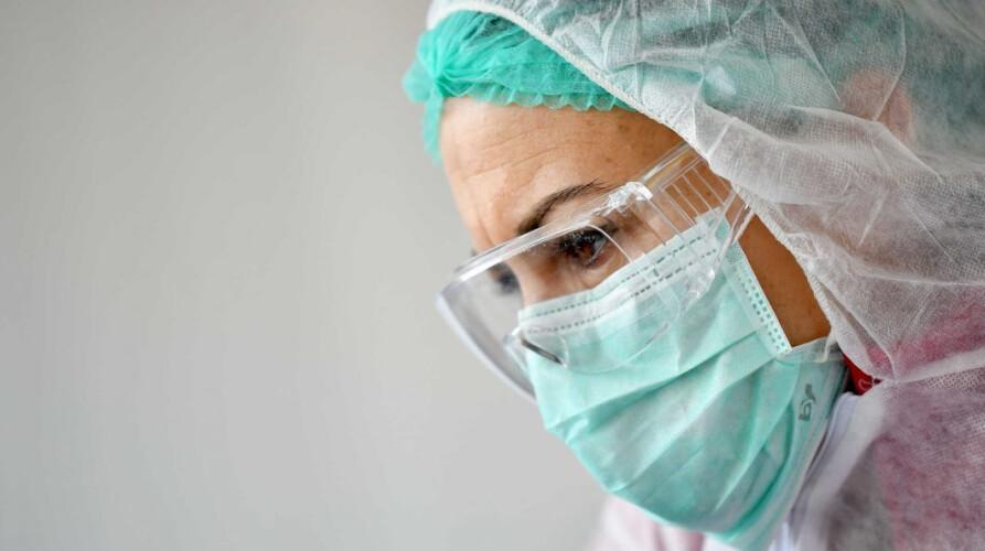 ha-pelo-menos-100-mil-profissionais-de-saude-infetados-no-mundo
