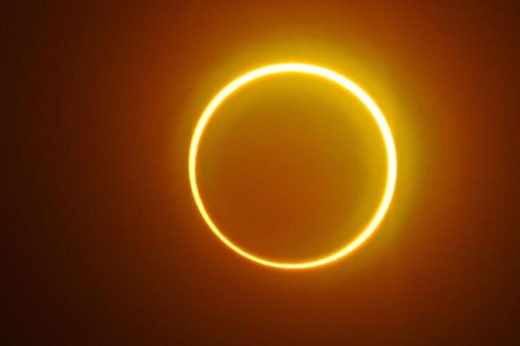 rara-forma-de-eclipse-solar-foi-observada-na-asia