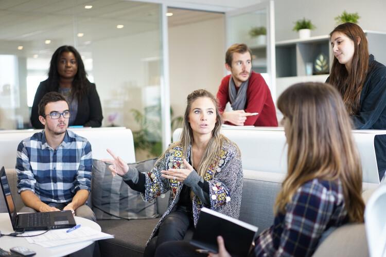 so-ha-162-de-mulheres-em-cargos-de-direcao-nas-empresas