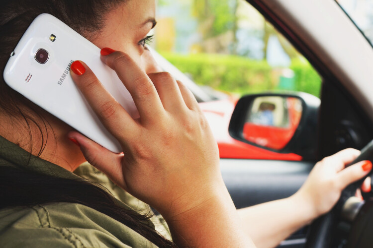 gnr-intensifica-fiscalizacao-do-uso-de-telemovel-durante-a-conducao