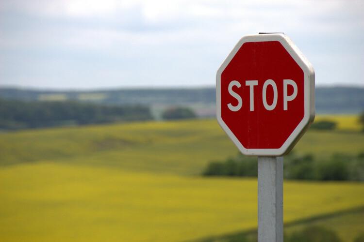 codigo-de-estrada-quando-deve-ceder-a-passagem-a-outro-carro