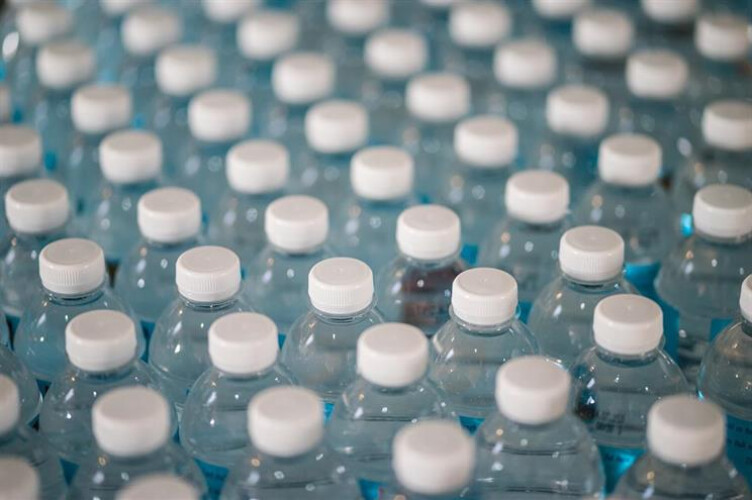 garrafas-sacos-e-louca-de-plastico-proibidos-na-administracao-publica