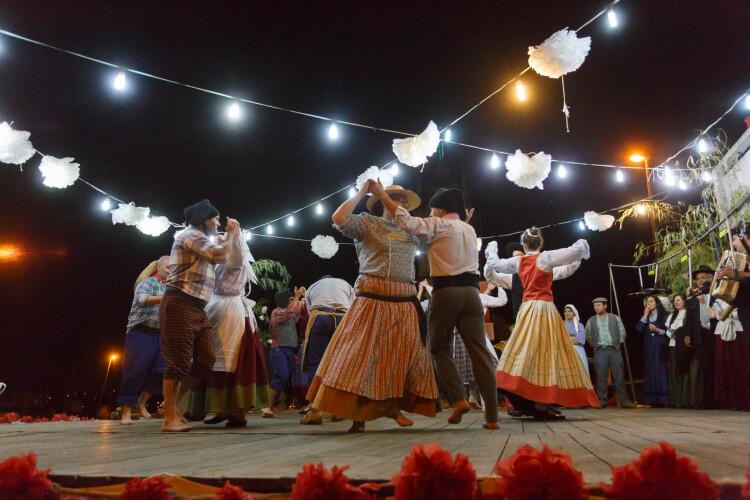 dancas-do-mundo-vao-ter-palco-na-praca-25-de-abril