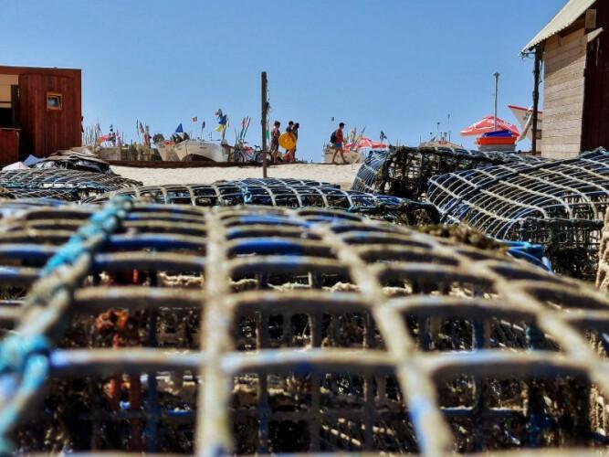 pescadores-portugueses-sobrevivem-a-naufragio