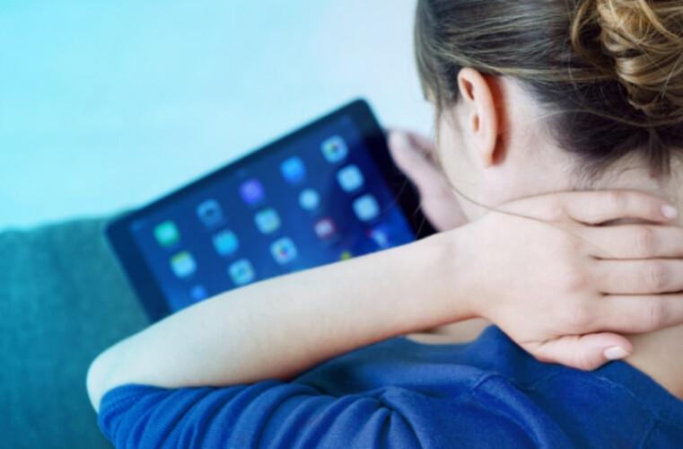 utilizacao-excessiva-do-smartphone-pode-desenvolver-novo-osso-no-corpo