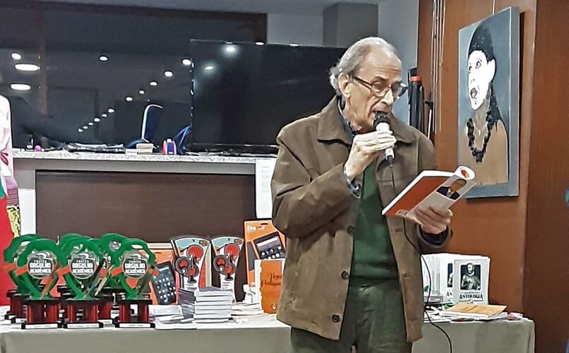 poeta-tirsense-ganha-galardao-brasileiro