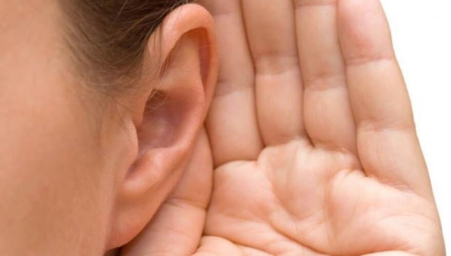 mulher-e-incapaz-de-ouvir-a-voz-masculina-incluindo-a-do-seu-namorado