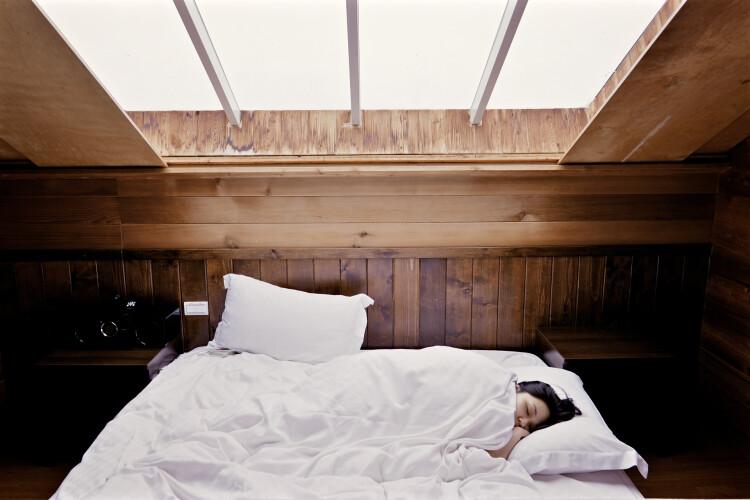 como-dormir-fresco-nas-noites-de-muito-calor
