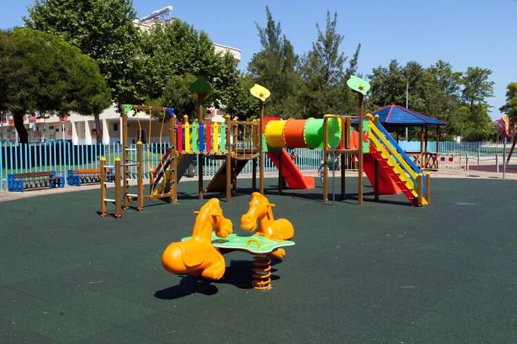 dgs-nao-recomenda-reabertura-de-parques-infantis