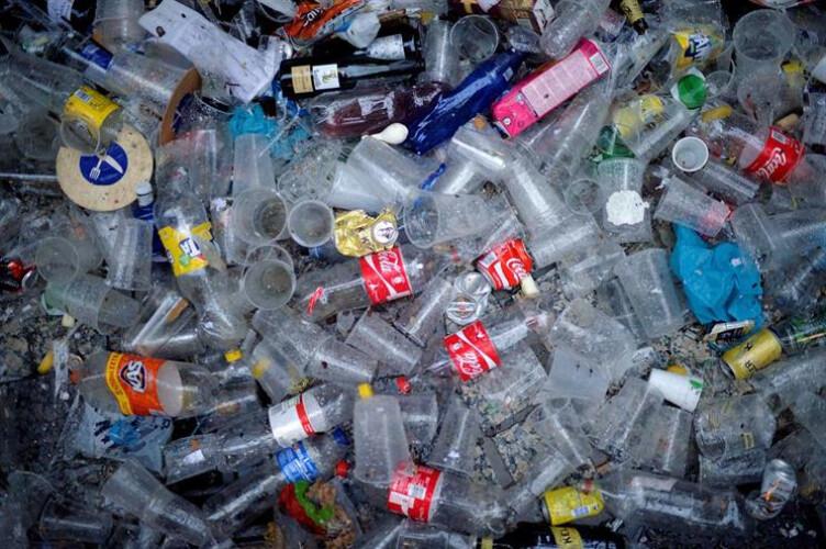 substancia-usada-no-fabrico-de-plastico-pode-causar-cancro