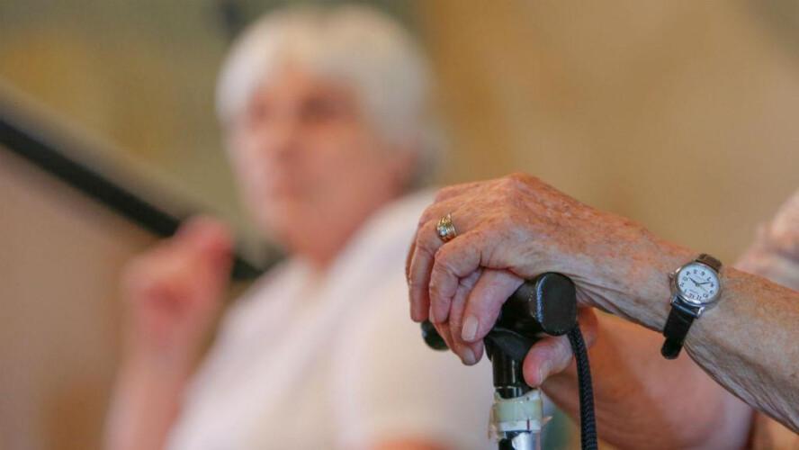 covid-19-idosos-vao-ter-acompanhamento-medico-nos-lares