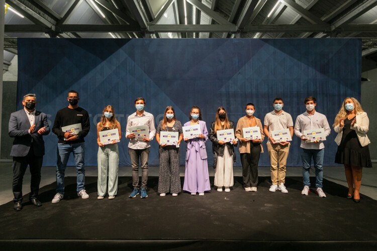 alunos-de-santo-tirso-receberam-premios-de-merito-escolar