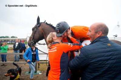 Holanda conquista primeiro título