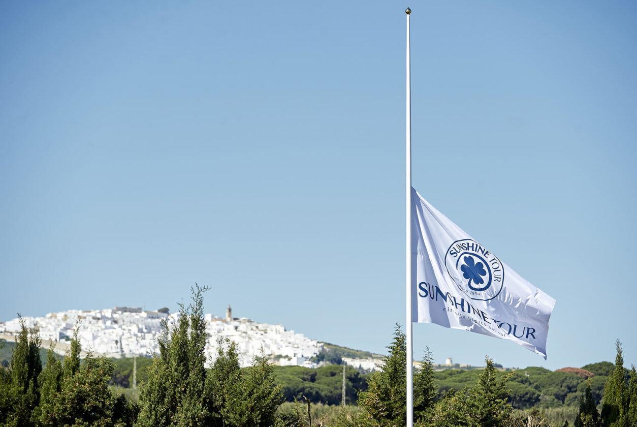 Bandera-Montenmedio-a-media-asta-1254x840