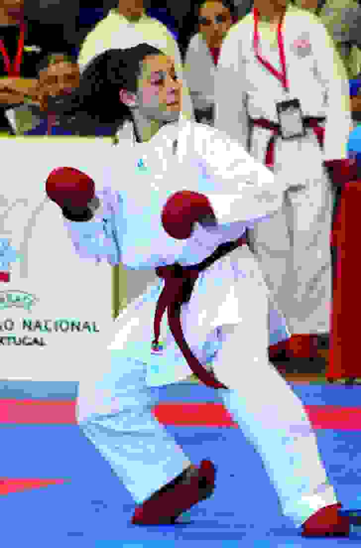 lea-barros-arrecada-bronze-no-europeu-de-karate