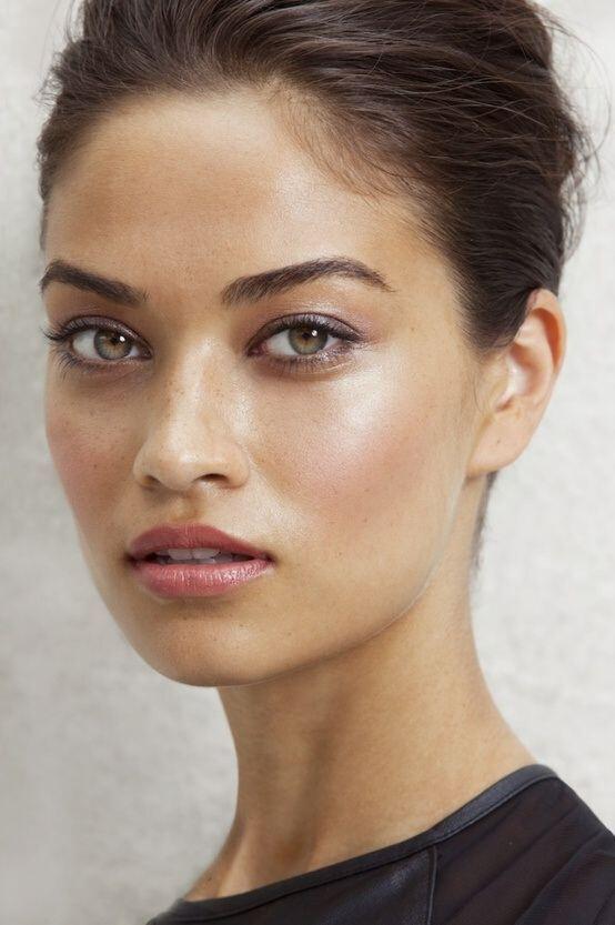 pele-brilhante-tendências-de-maquilhagem-em-2019