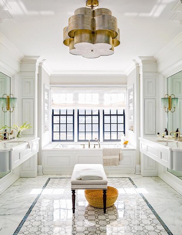 o-latão-amanteigado-design-de-interiores-para-as-casa-de-banho-em-2019